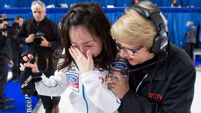 Japans Skip Satsuki Fujisawa weint nach dem Final.