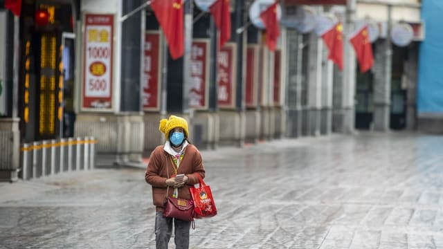Frau in China mit Maske.