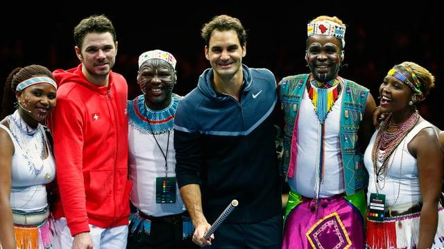 Federer, Wawrinka und Mitglieder des Ibuyambo Orchestra.