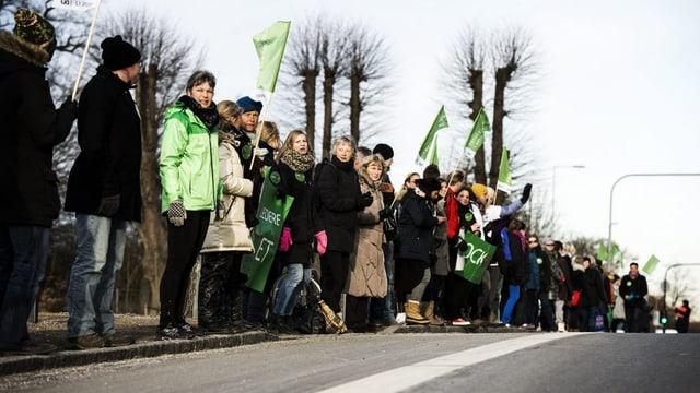 Tausende Lehrer formen eine Menschenkette zwischen Kopenhagen und Roskilde.