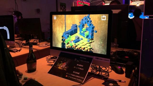 Ein PC mit dem Gewinnerspiel Persephone