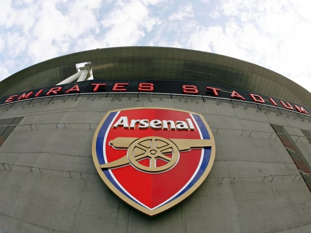 Das Arsenal-Logo am Emirates-Stadion.