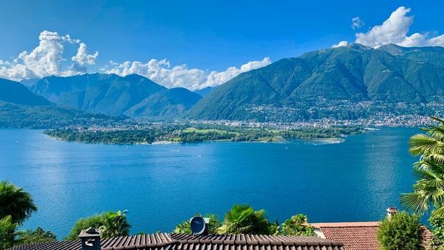 Blick über den Lago Maggiore Richtung Maggiadelta und Maggiatal.