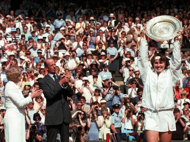 Martina Hingis cun ses buccal a Wimbledon.