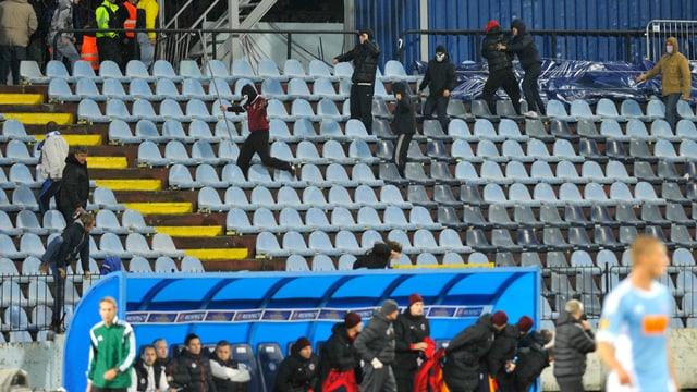 Auf den Rängen kam es zu Ausschreitungen zwischen Slovan-Fans und Sparta-Anhängern.