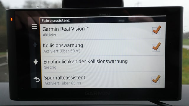 Screenshot des Assistenten-Menüs (Kollisionswarnung und Spurhalteassistent)