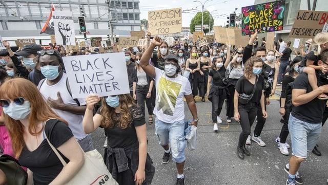 Demonstraziun a Lucerna.