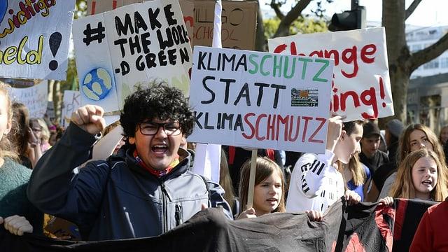 Jugendliche an einer Klimademo