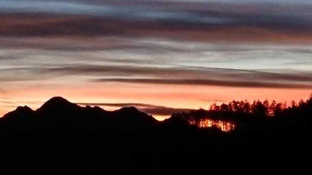 Morgengrauen fotografiert von der Alp Capanna Arena im Valle Onsernone.
