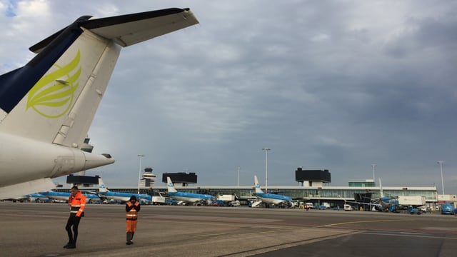 Skywork-Flugzeug auf dem Flughafen Bern