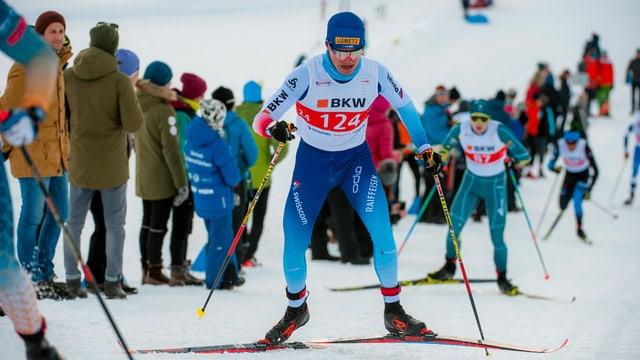 Cla-Ursin Nufer en acziun sin skis da passlung.