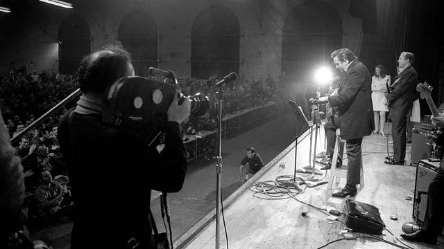 Johnny Cash 1969 beim Konzert im San Quentin-Gefängnis in Kalifornien.
