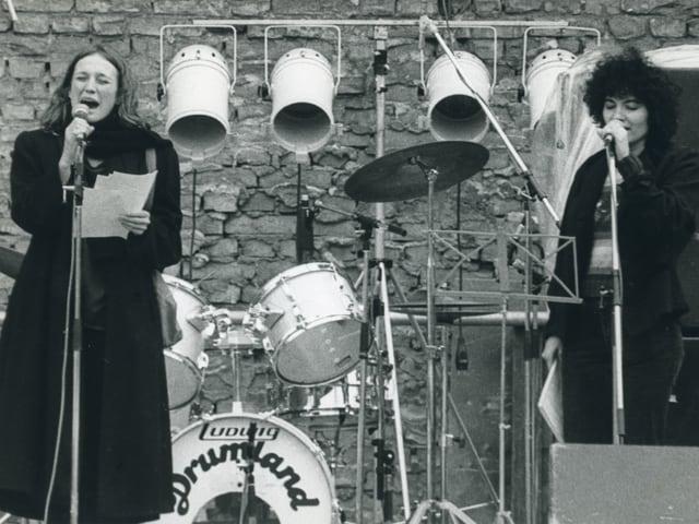 Corin Curschellas sin tribuna vid cantar