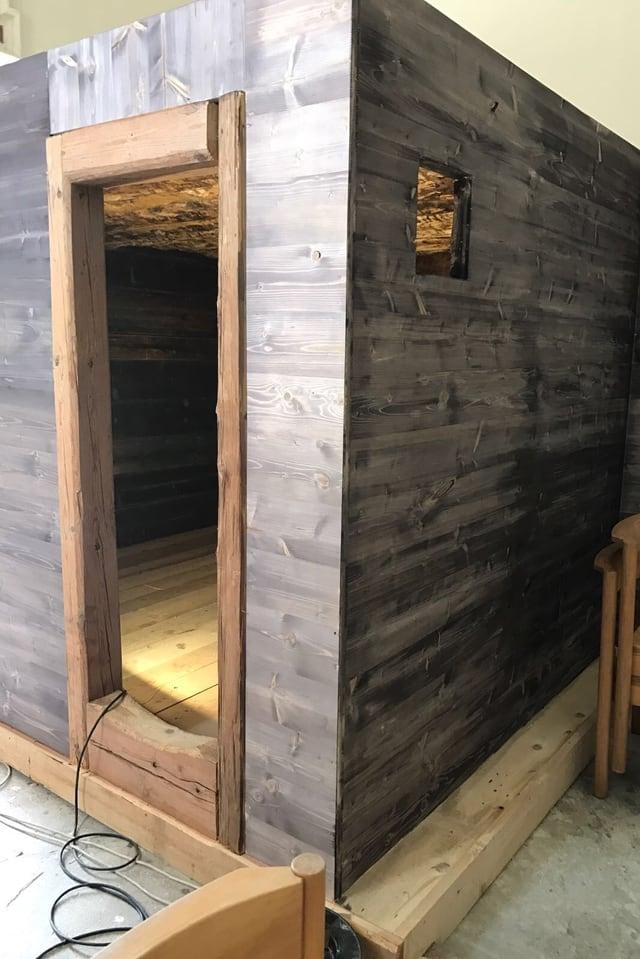 L'entrada da la cella da son Clau da Flia.