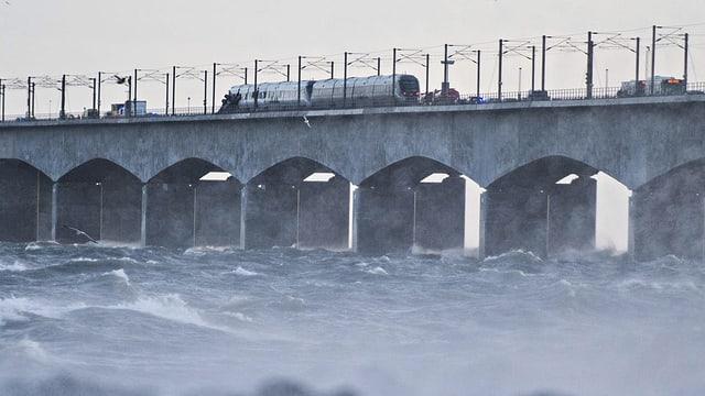 Il tren da persunas disgrazià sin la punt dal Grond Belt tar Nyborg en Danemarc.