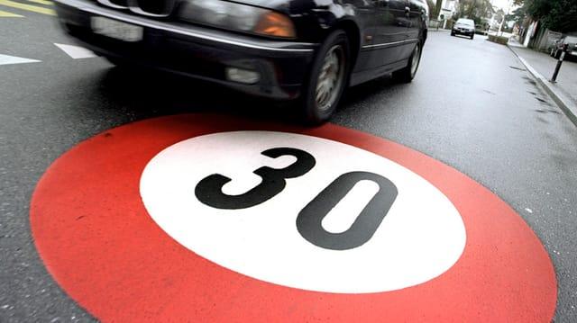 Signalisation Tempo 30 auf einer Strasse