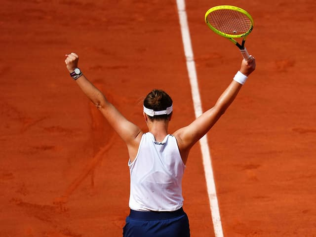 Barbora Krejcikova bejubelt ihren Sieg.