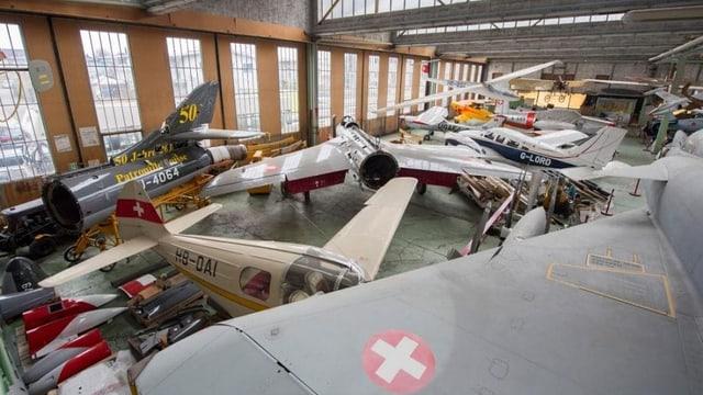 In der alten Dornier-Halle neben dem Neubau des Flieger-und Fahrzeugmuseums werden weiterhin historische Flugzeuge ausgestellt.