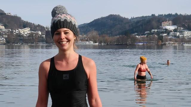 Gerda Imhof mit Mütze und Badekleid