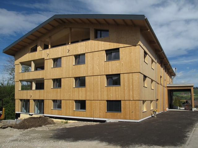 4-stöckiges Holzhaus