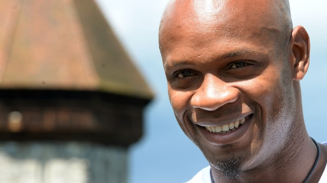 Asafa Powell vor dem Wasserturm in Luzern.