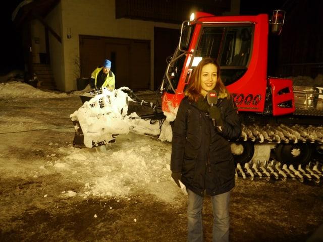 Claudia Weber vor Schneepflug