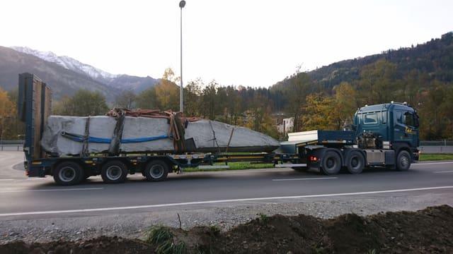 «La Guila» è pronta per il transport da l'autra vart dal Rain.