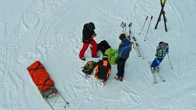 Verletzter Skifahrer