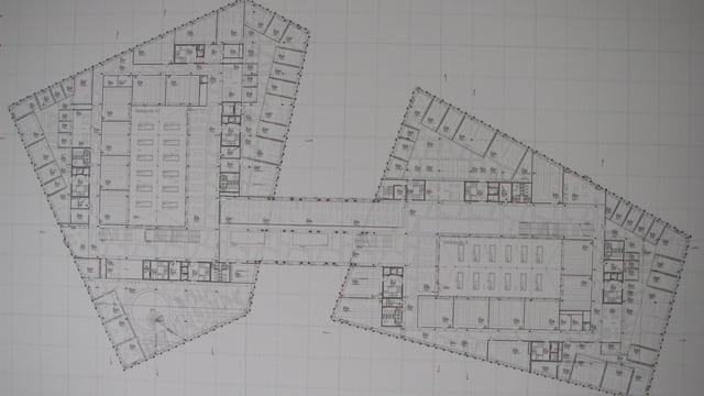 Plan der beiden Hauptgebäude, dazwischen ist die Passerelle.