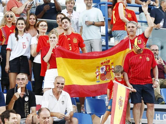 Spanische Fans im Stadion.