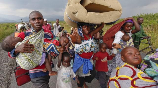 Menschen im Konfo flüchten vor Kämpfen in ihrer Heimat. (Keystone)