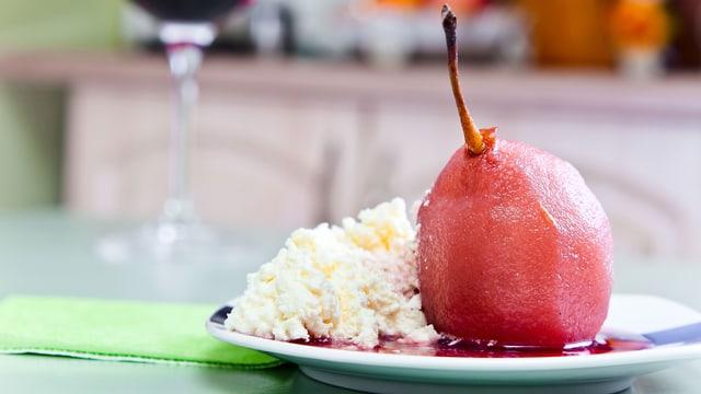 Rotwein-Birne mit Mascarpone.