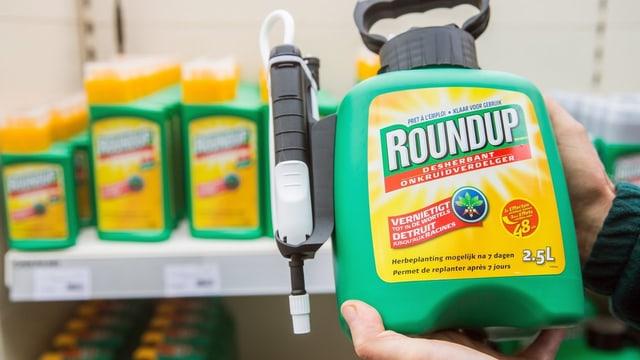 Flasche mit Pflanzenschutzmittel Roundup