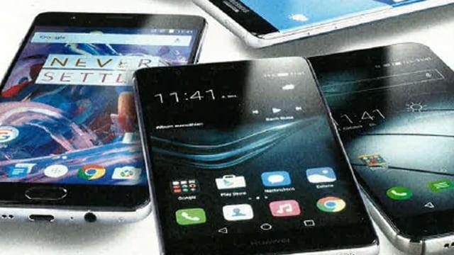 Verschiedene Smartphones.