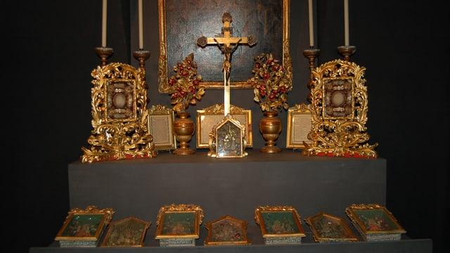 Bild der Ausstellung mit Jesuskindkästchen.