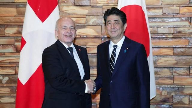 Il president da la Confederaziun, Ueli Maurer, ed il primminister dal Giapun, Shinzo Abe.