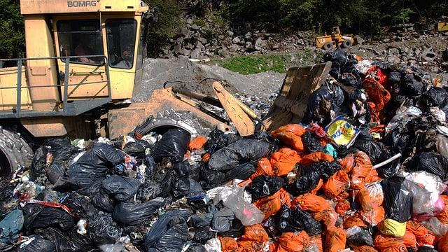 Berge von Abfallsäcken