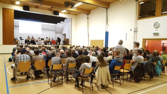 150 abitantas ed abitants han visità la radunanza communala da la vischnanca da Valsot