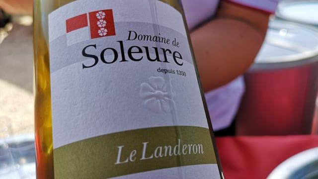 Weinflasche mit Solothurner Weisswein.