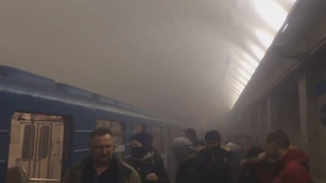 Rauch in der U-Bahn-Station.