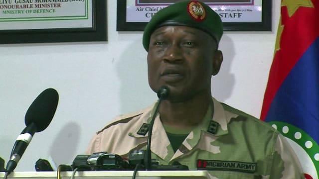 General Chris Olukolade bei seiner Erklärung.