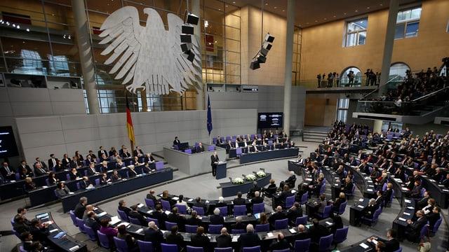 Il Bundestag tudestg radunà a Berlin.