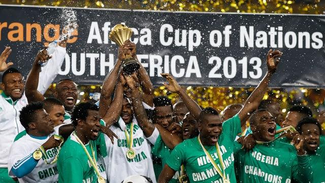 Siegesfeier: Die Nationalspieler Nigerias gewinnen zum 3. Mal den Afrika Cup.