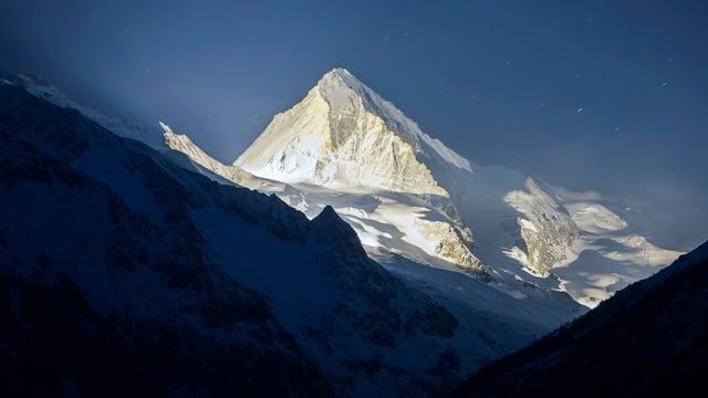 Erleuchteter Berggipfel