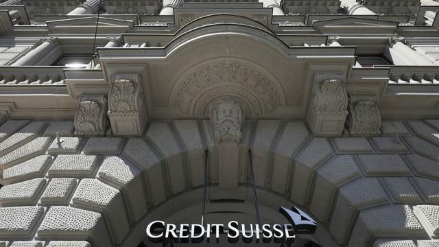 Der Eingang der Grossbank Credit Suisse am Paradeplatz ist zu sehen.
