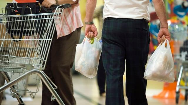 Sollen bei Migros und Coop 5 Rappen kosten: die weissen Einweg-Säcke.