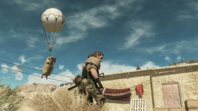 Ein Schaf hängt am Ballon.
