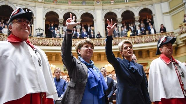 Viola Amherd und Karin Keller-Sutter schwören ihren Amtseid