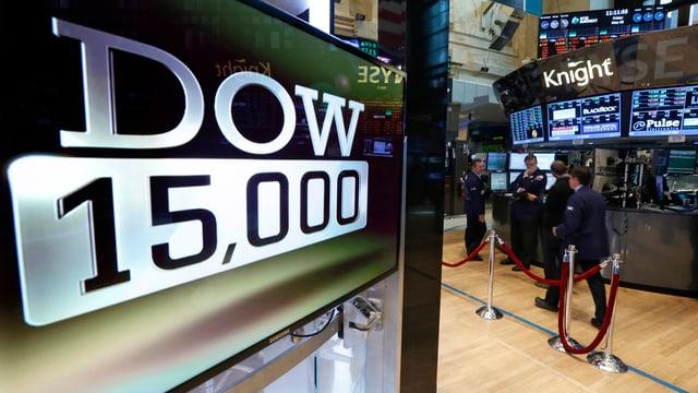 Eine Tafel zeigt 15'000 Punkte an – die neue Rekordmarke des Dow Jones.