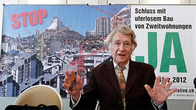 Il protectur da l'ambient Franz Weber avant in placat per l'iniziativa.